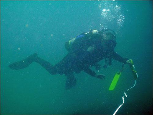 Ian diving measuring